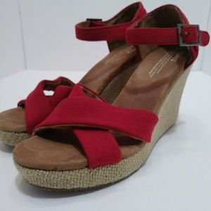 TOMS RED PEEP TOE ESPADRILLE WEDGES WOMEN SIZE 8M.